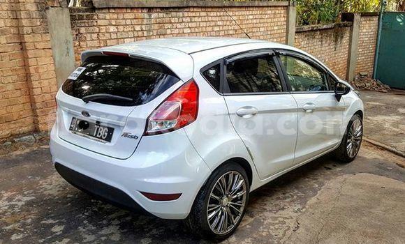Acheter Occasion Voiture Ford Fiesta Blanc à Antananarivo au Analamanga