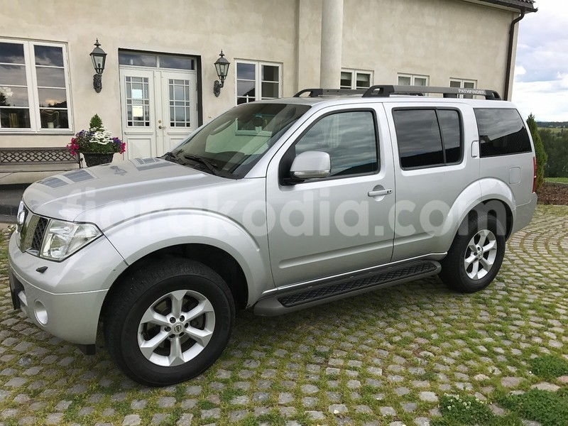Big with watermark nissan pathfinder 6
