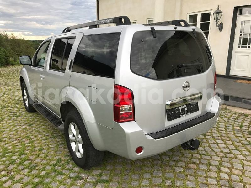 Big with watermark nissan pathfinder 9