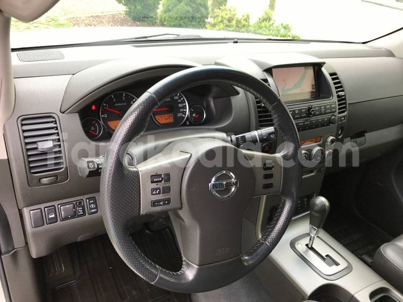 Big with watermark nissan pathfinder 21