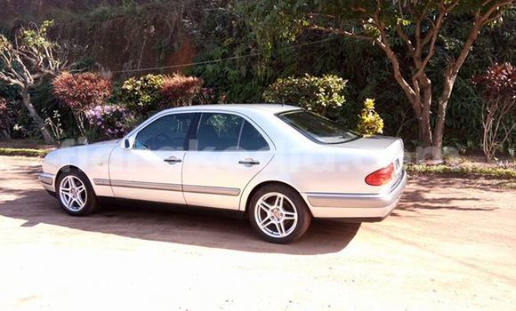 Acheter Occasion Voiture Mercedes‒Benz E-Class Gris à Antananarivo au Analamanga