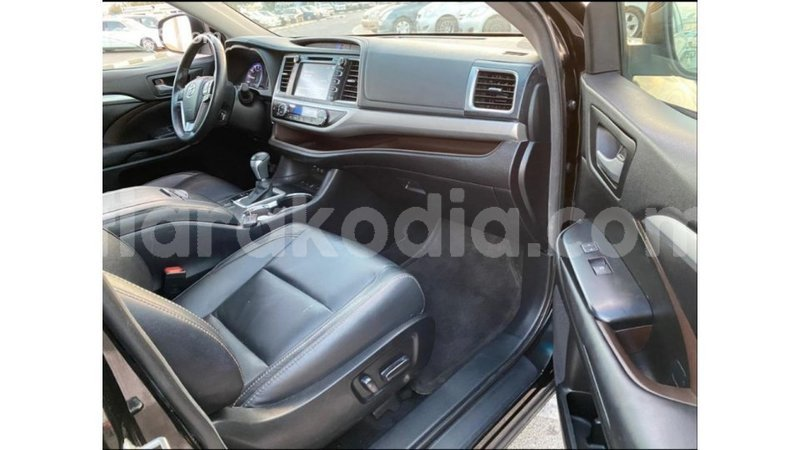 Big with watermark toyota highlander diana import dubai 4545