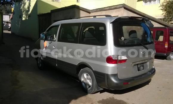Acheter Occasion Voiture Hyundai H1 Gris à Antananarivo, Analamanga