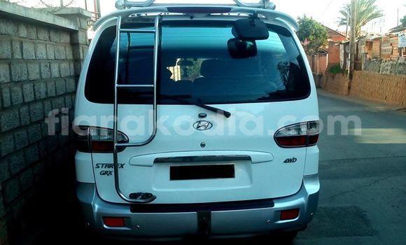 Acheter Occasions Voiture Hyundai Grand Starex Blanc à Antananarivo au Analamanga