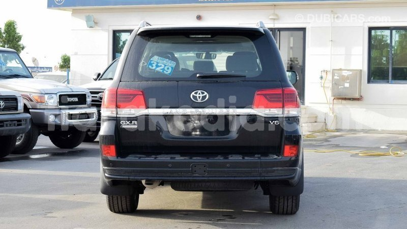 Big with watermark toyota land cruiser diana import dubai 4677
