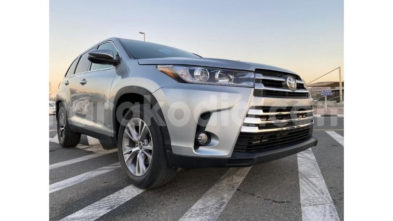 Big with watermark toyota highlander diana import dubai 4681