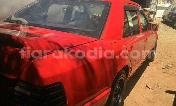 Acheter Occasion Voiture Mercedes‒Benz 250 Rouge à Antananarivo au Analamanga
