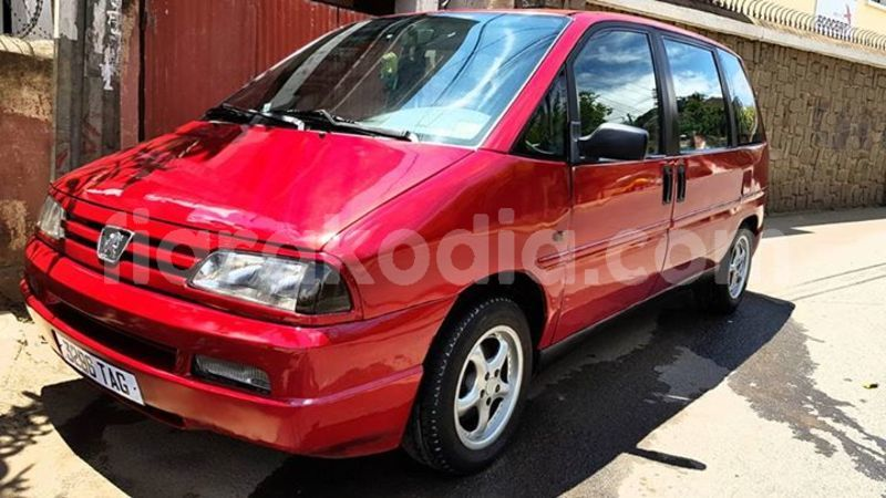 Acheter occasion voiture peugeot 806 rouge antananarivo for Peugeot 806 interieur