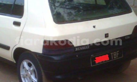 Buy Used Renault Clio White Car in Antananarivo in Analamanga