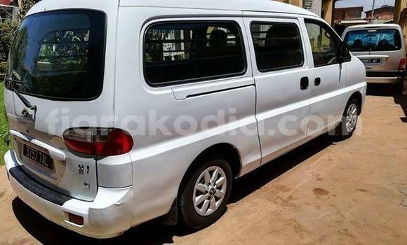 Acheter Occasion Voiture Hyundai H1 Blanc à Antananarivo, Analamanga