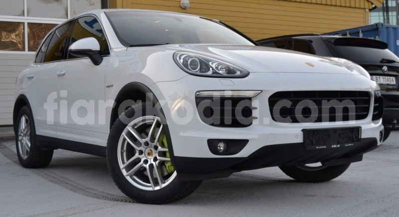 Big with watermark porsche cayenne 1