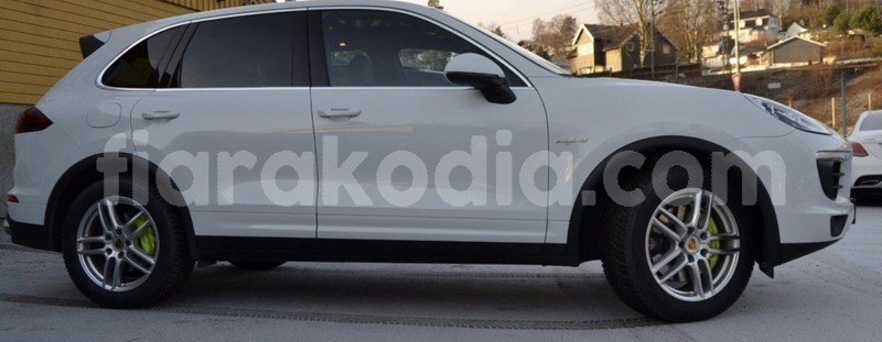 Big with watermark porsche cayenne 2