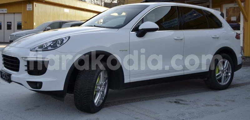 Big with watermark porsche cayenne 4