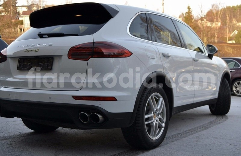 Big with watermark porsche cayenne 6