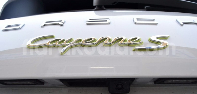 Big with watermark porsche cayenne 7