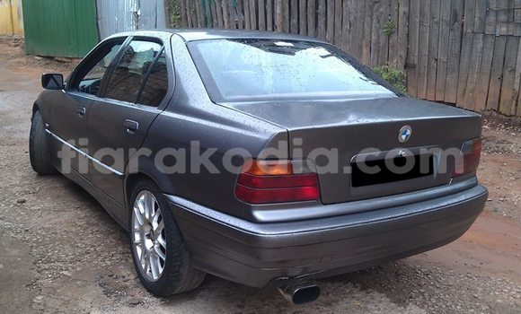 Acheter Occasion Voiture BMW 3-Series Gris à Antananarivo au Analamanga