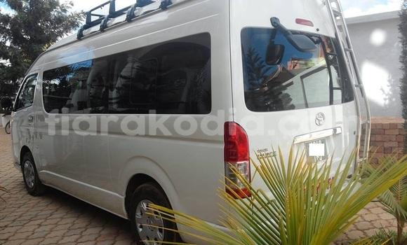 Acheter Occasion Voiture Toyota Hiace Blanc à Antananarivo au Analamanga