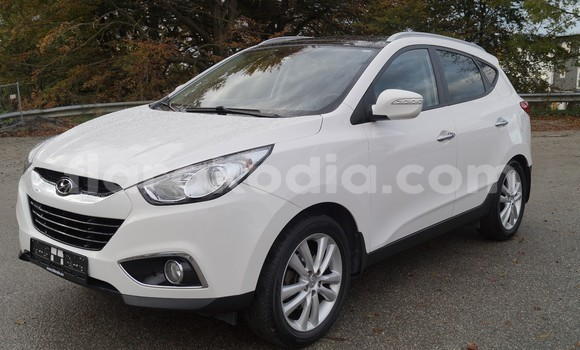 Medium with watermark hyundai ix35 1