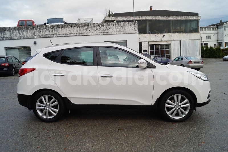 Big with watermark hyundai ix35 4