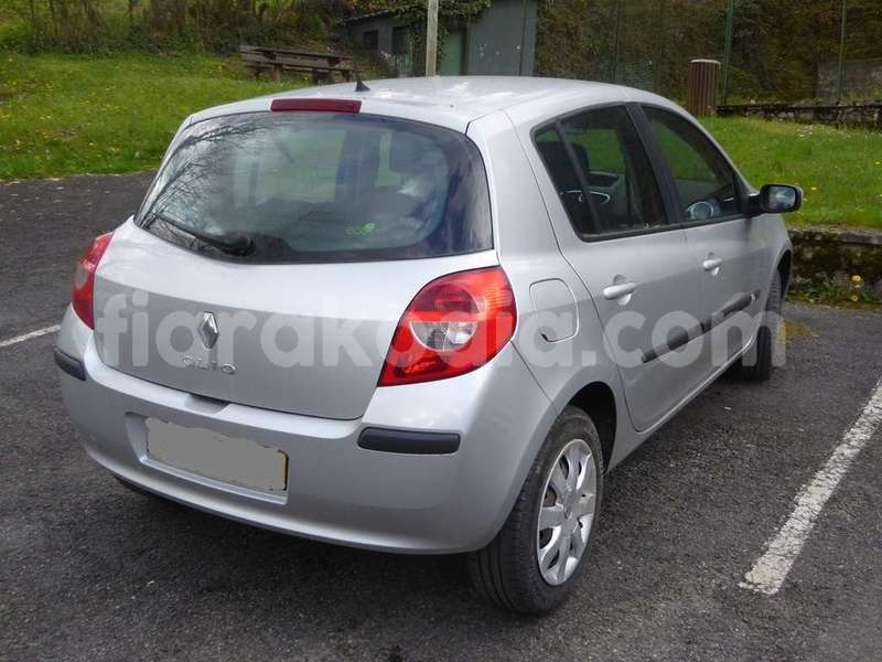 Big with watermark renault clio 5bd00 3 1200 900