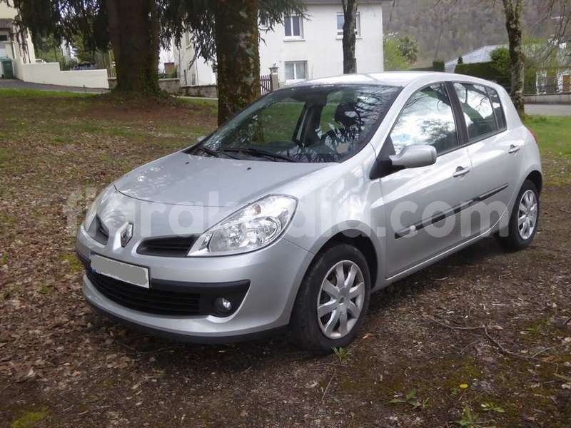 Big with watermark renault clio 7f32b 1 1200 900