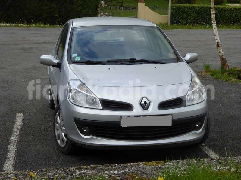 Big with watermark renault clio 0e99b 2 1200 900