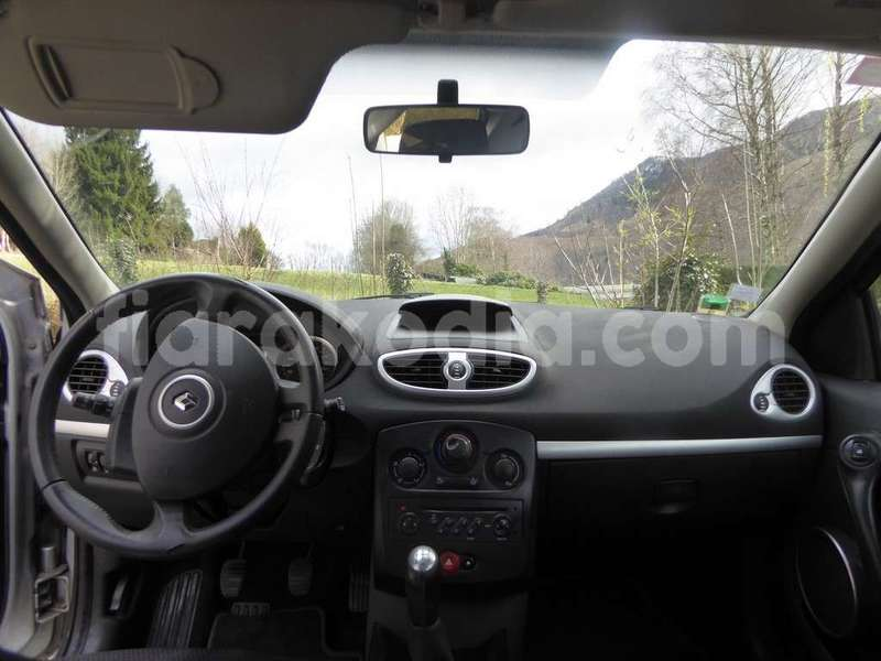 Big with watermark renault clio 8deb1 4 1200 900
