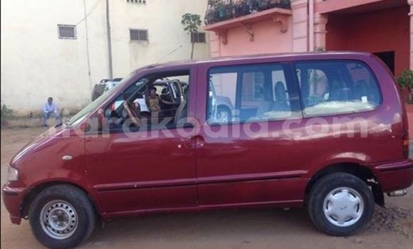 Acheter Occasions Voiture Nissan Serena Rouge à Antananarivo au Analamanga