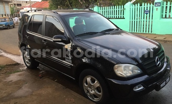 Acheter Occasions Voiture Mercedes‒Benz ML–Class Noir à Nosy Be (Nossi–bé) au Diana