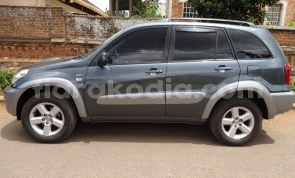 Acheter Occasions Voiture Toyota RAV4 Bleu à Antananarivo au Analamanga