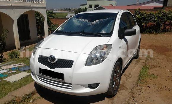 Acheter Occasion Voiture Toyota Yaris Blanc à Antananarivo, Analamanga