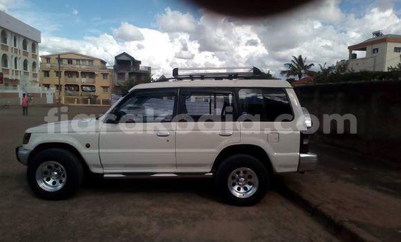 Acheter Occasion Voiture Mitsubishi Pajero Blanc à Antananarivo, Analamanga