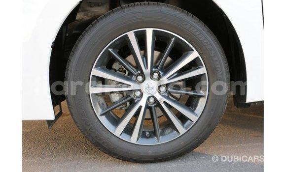 Acheter Importé Voiture Toyota Corolla Blanc à Import - Dubai, Diana