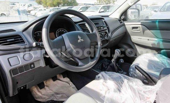 Acheter Importé Voiture Mitsubishi L200 Blanc à Import - Dubai, Diana