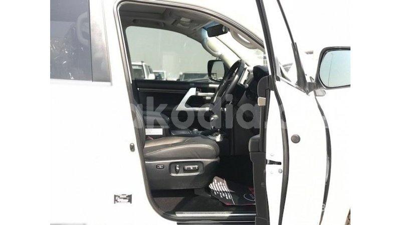 Big with watermark toyota land cruiser diana import dubai 6677