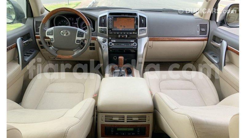 Big with watermark toyota land cruiser diana import dubai 6689