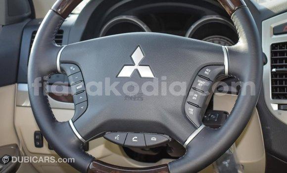 Acheter Importé Voiture Mitsubishi Pajero Blanc à Import - Dubai, Diana