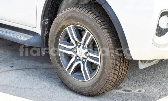 Acheter Importé Voiture Toyota Fortuner Blanc à Import - Dubai, Diana