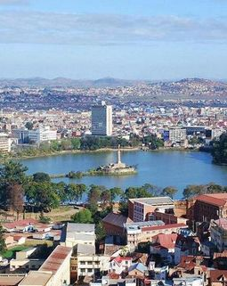 Thumb 800px lake anosy central antananarivo capital of madagascar photo by sascha grabow